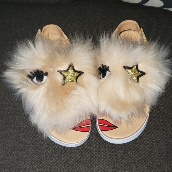 ae8d7bac4d1 Girls Ugg fuzzy thong sandal NWT